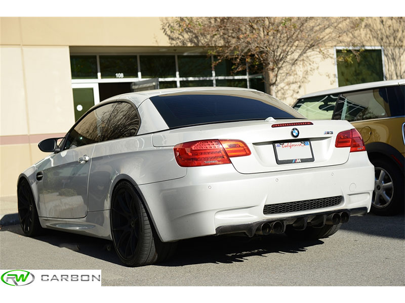 Aerodynamic and unique, you can be sure rw carbon's type III BMW E92 E93 Carbon Fiber Rear Diffuser is great.