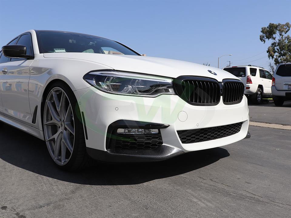 BMW G30 530e gets a set of RW Performance Carbon Fiber Style Splitters