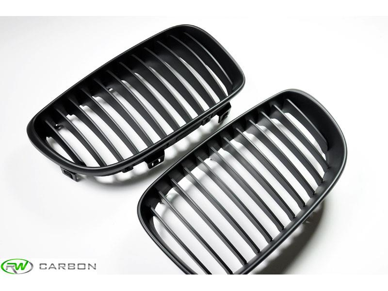 Add style and class to your exterior with these BMW E82 E88 Matte Black Grilles from RW Carbon