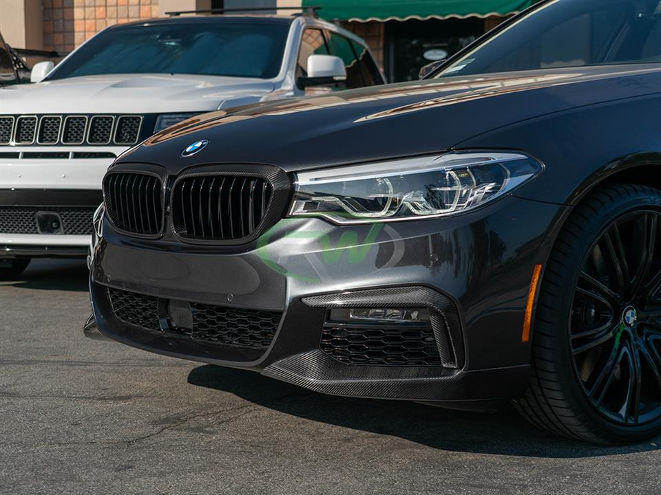 BMW G30 5 series with a set of carbon fiber splitters