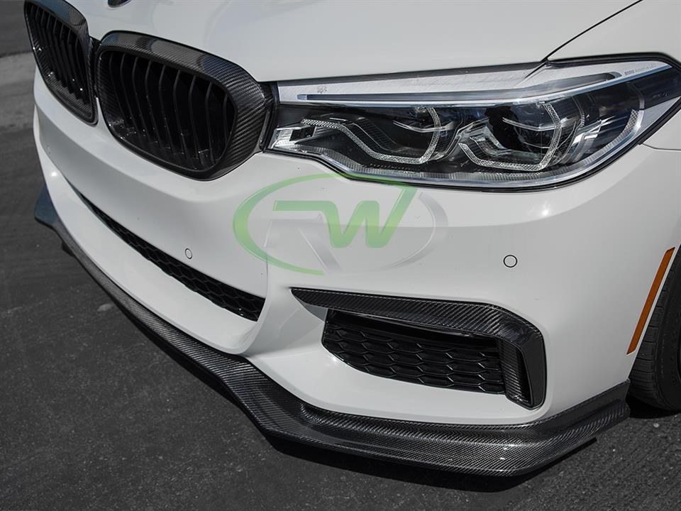alpine white bmw g30 540i sedan with rw carbon fiber cf upper bumper splitters