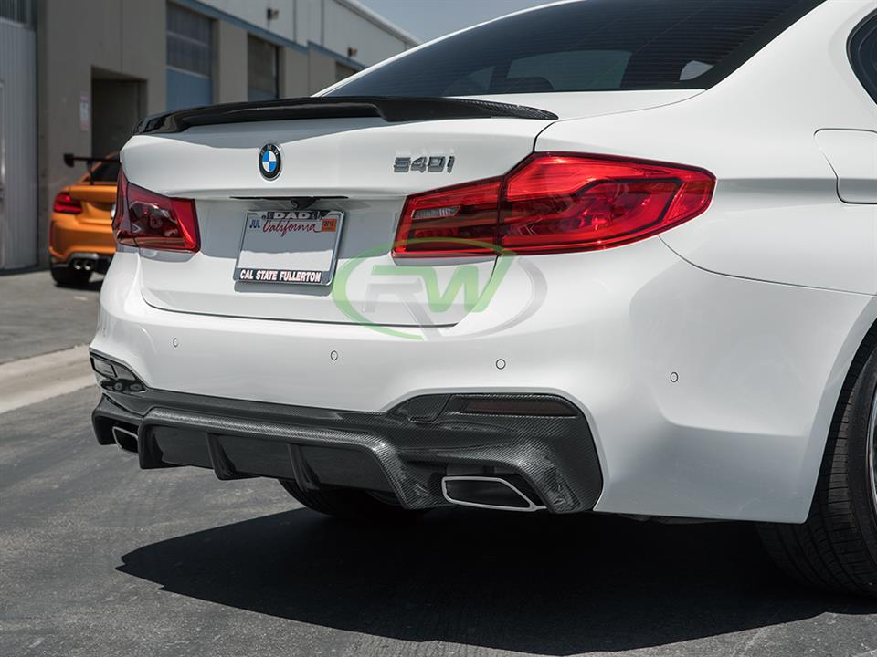 white bmw g30 540i 5 series with rw carbon fiber ec style cf rear diffuser