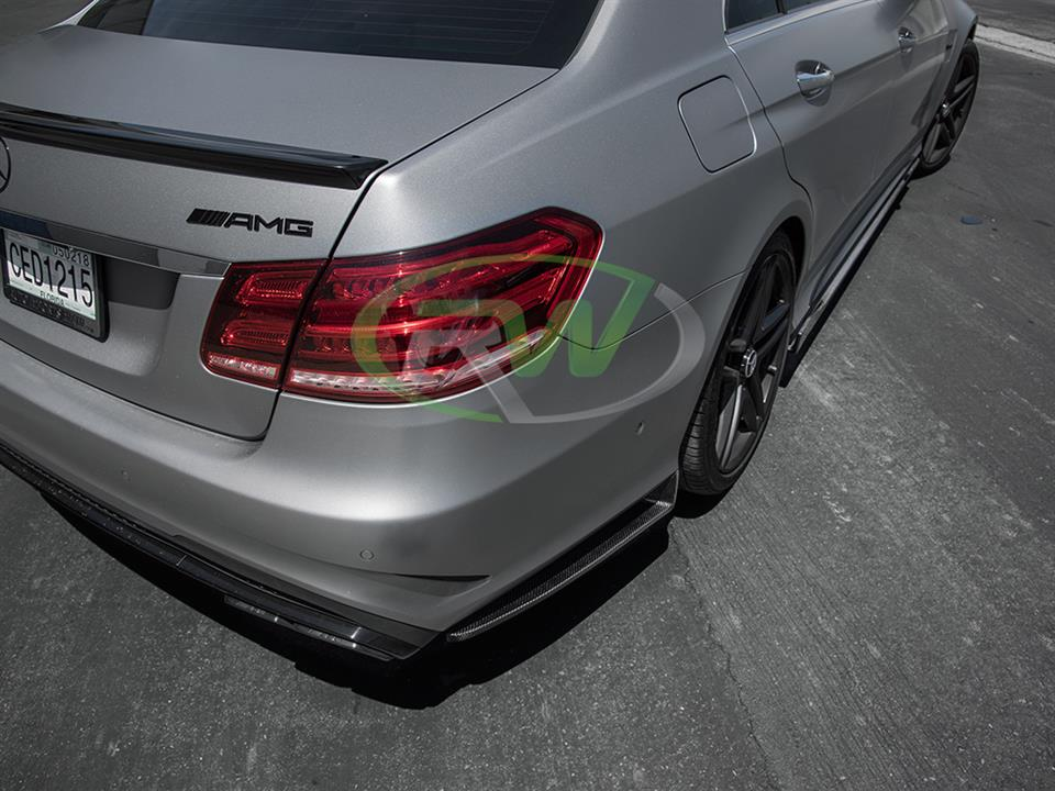 Mercedes W212 E63 gets a set of RW CF Rear Bumper Splitters