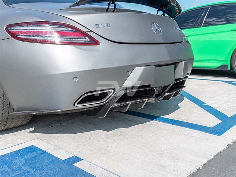 Click here to view the all new Mercedes SLS AMG Renn Style CF Diffuser