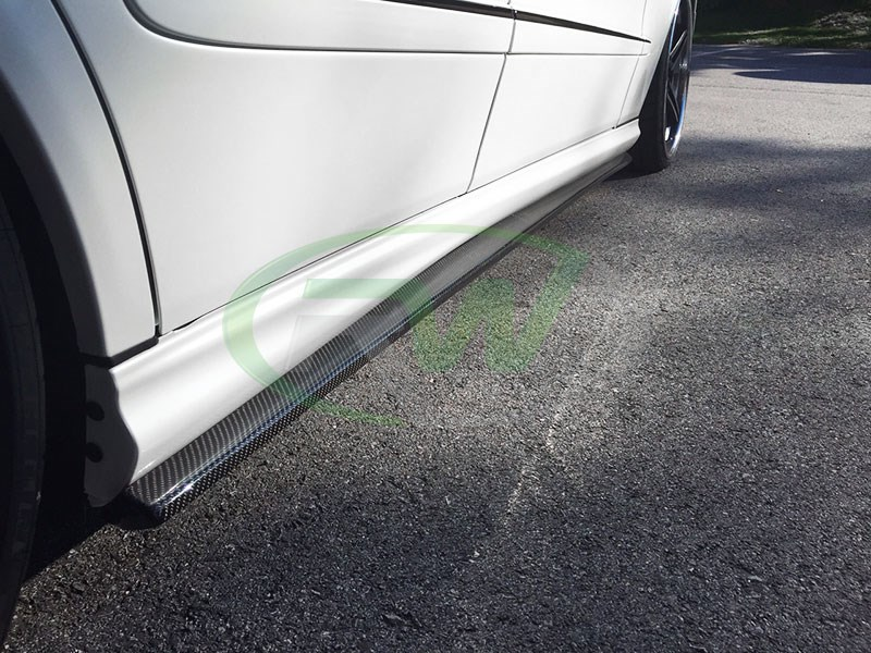 W211 CF side skirt extensions