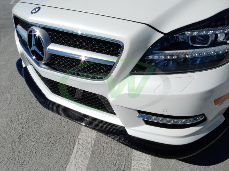 This carbon fiber lip fits 2012+ mercedes W218 CLS550
